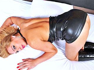 Rafaela Assuncao se doigte le cul